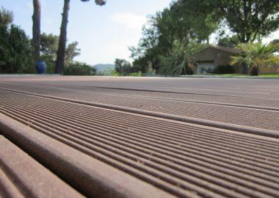 Réalisation et pose de terrasse composite non couverte sur mesure pour un camping à Perpignan