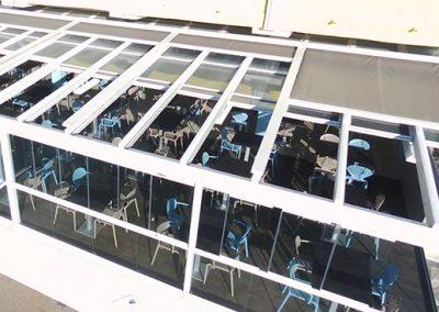Couverture de terrasse en verres rétractables motorisés à coté de Nîmes