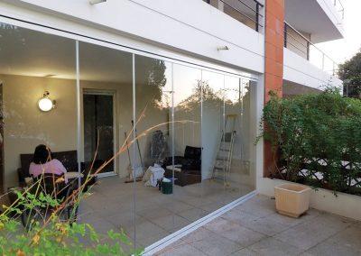 Fermeture de terrasse en rideaux de verre avec accès PMR à Marseille 13008