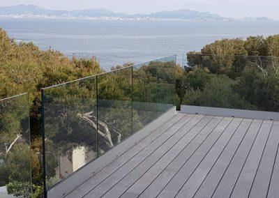 Garde-corps vitré sur terrasse bois exotique à Ensuès la Redonne 13
