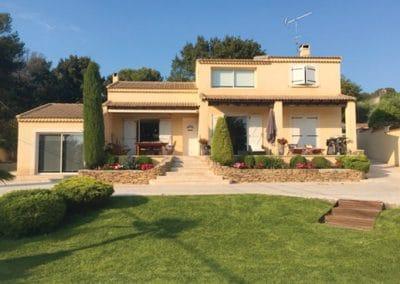 Pergola bioclimatique à lames orientables de 300mm pour une couverture de terrasse à Bouc Bel Air 13320