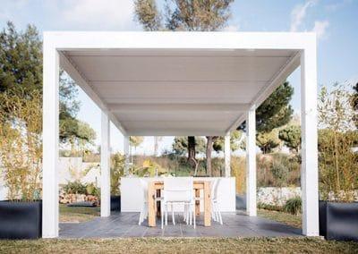 Pool House en Pergola bioclimatique à lames orientables à La Ciotat 13