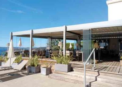 Réalisation et pose de pergola bioclimatique de grandes dimensions pour un restaurant entre Aix en Provence et Nice