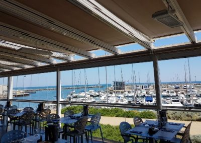 Terrasse de restaurant en verres coulissants pour une exploitation possible toute l'année à Marseillan à côté de Sète 34 Hérault