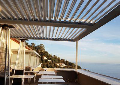 Couverture de terrasse en pergolas bioclimatiques pour un hôtel 4 étoiles dans le Var