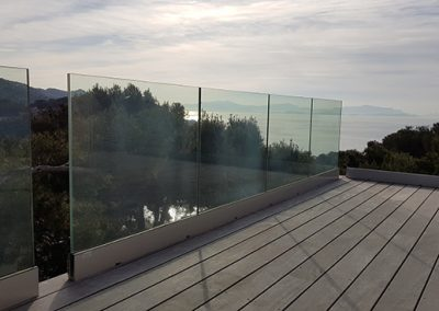 Garde-corps en verre sans poteaux ni montant pour préserver la vue près de Carry le Rouet 13