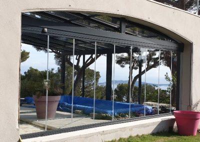 Rideau de verre pour fermeture côté de véranda à toiture vitrée ouvrante à Toulon