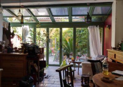 Véranda à toit vitré ouvrant pour agrandir le salon à Marseille 13006
