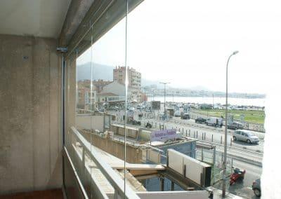 Fermeture de balcon par un rideau de verre à Marseille 13008