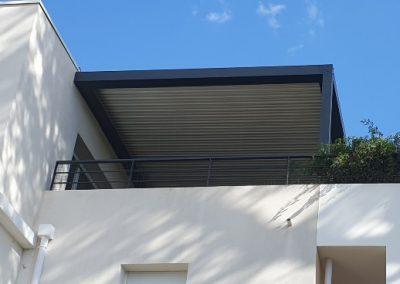 Pergola bioclimatique pour couvrir une terrasse d'immeuble à Marseille