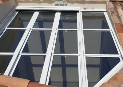 Toiture vitrée ouvrante motorisée avec store et éclairage intégré près de Marseille